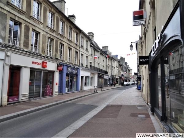 Rue Commerçante à Bayeux, France