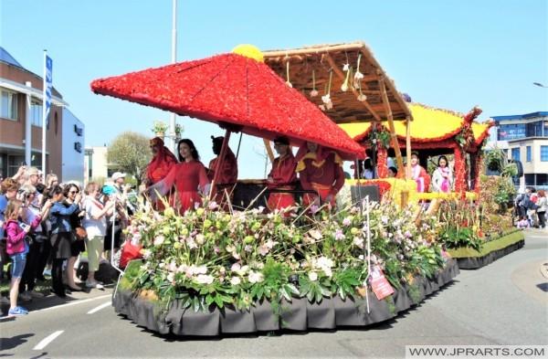 中国漂浮在灯泡区域,荷兰花卉游行期间