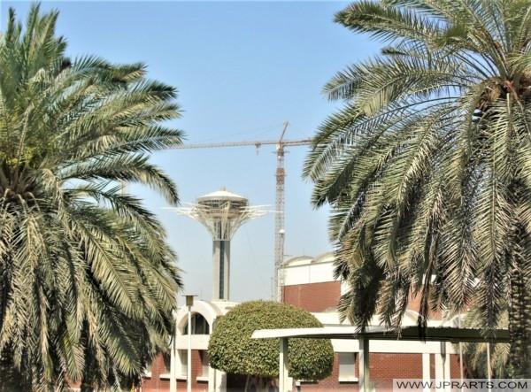 برج مراقبة على جسر الملك فهد بين البحرين والمملكة العربية السعودية