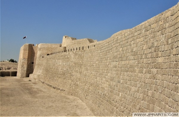 جدار قلعة البحرين
