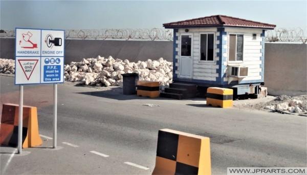 نقطة تفتيش في ميناء خليفة بن سلمان في البحرين