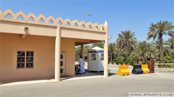 Eingang zur königlichen Kamelfarm in Bahrain